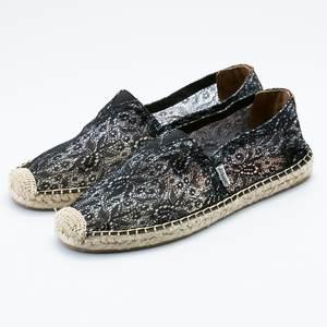 黑色蕾絲草編鞋