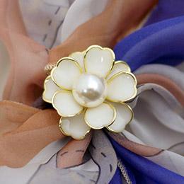 釉彩金邊花朵綴珍珠 絲巾釦