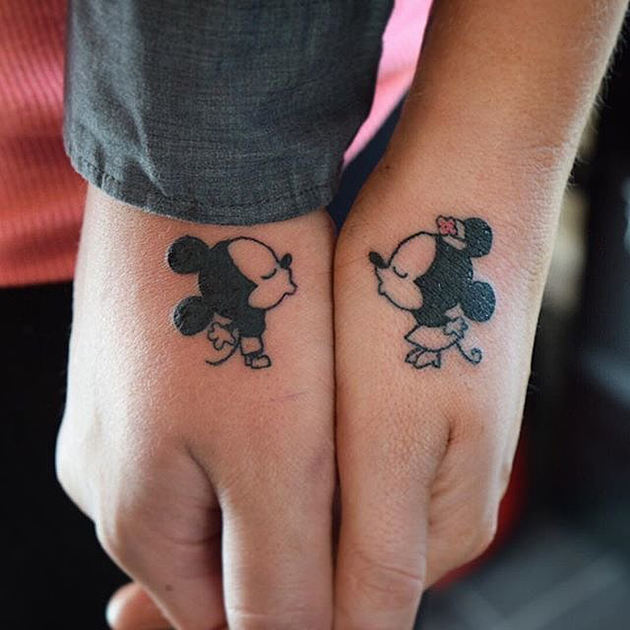 Kissing-Minnie-Mickey-Mouses