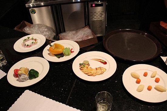 主廚準備擺盤給大家拍照