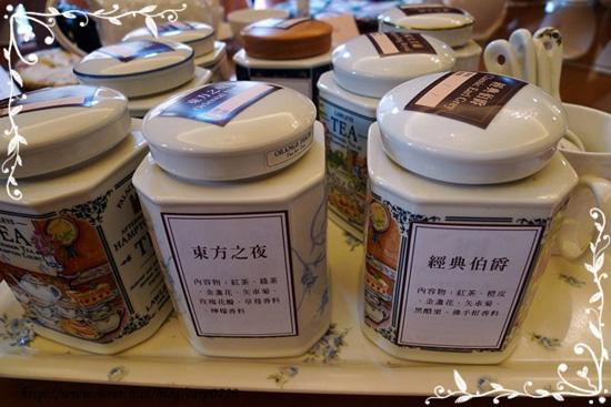 首先讓大家認識今天會品嚐到的茶種,原味產地紅茶有三種,風味混調紅茶有兩種。