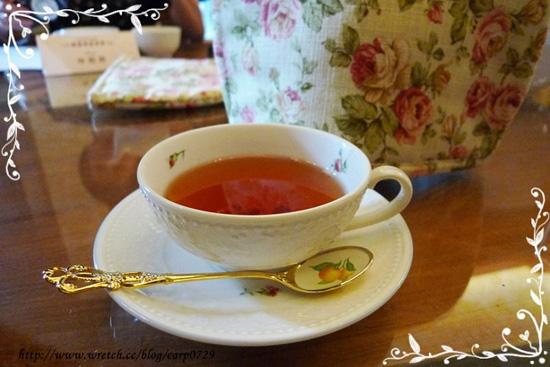 嗯~終於可以來品嘗美味的紅茶了!