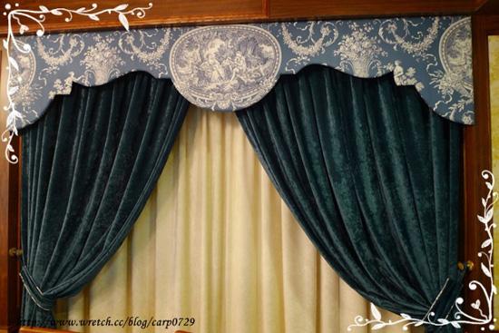旁邊的絨布窗簾整個好有氣質。