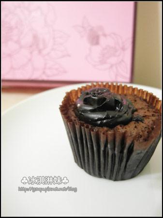 喔喔~黑玫瑰有點微微的融化塌陷下來了!