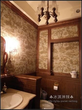 連廁所也那麼歐風 整的超一致的 一打開 大家的相機也都閃個不停