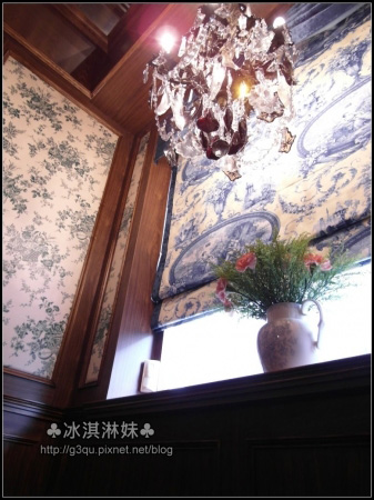 水晶燈 窗簾 豪華璧紙 眼睛都被一切華麗的美景給塞滿了