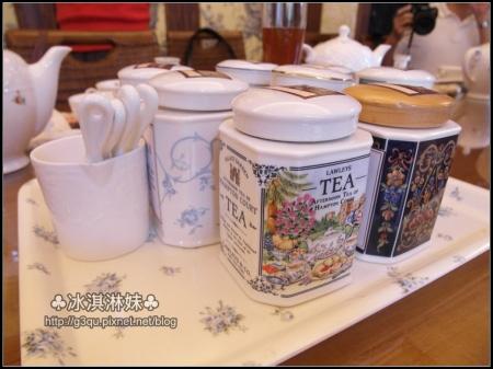 連裝茶的罐子都好美好美唷