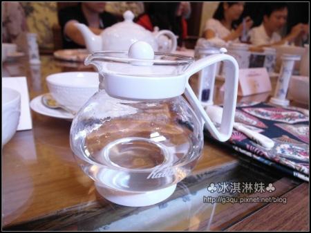 先溫壺~這樣才能讓茶葉有催化的效果 散發完整的香氣唷