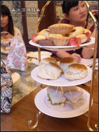 由下而上分別是雞蛋沙拉三明治?國王思康?蘋果派+手工餅乾