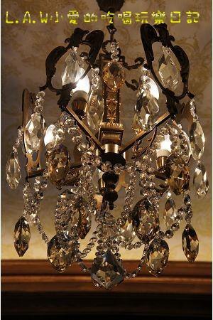 在這裡的水晶燈也都是古董,都是貨真價實的水晶哦!