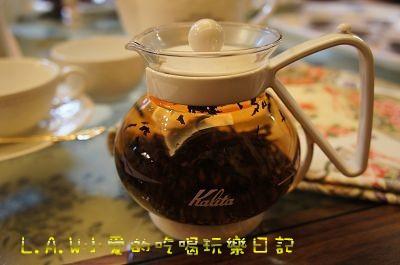 沖入新鮮且沸騰的熱水之後,茶葉隨之飛舞,是跳躍運動哦!!