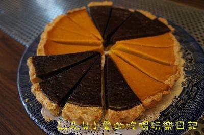 這一款式巧克力以及南瓜派。巧克力很濃厚、不過甜。