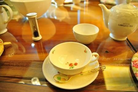 所使用的日本茶具