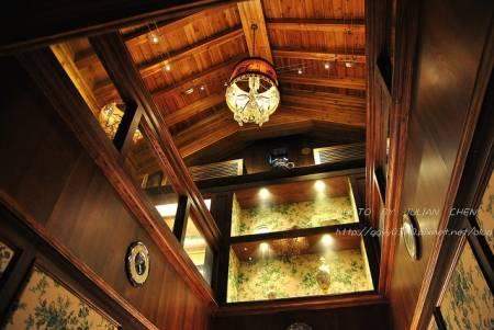 三樓裡頭都是古董與精品