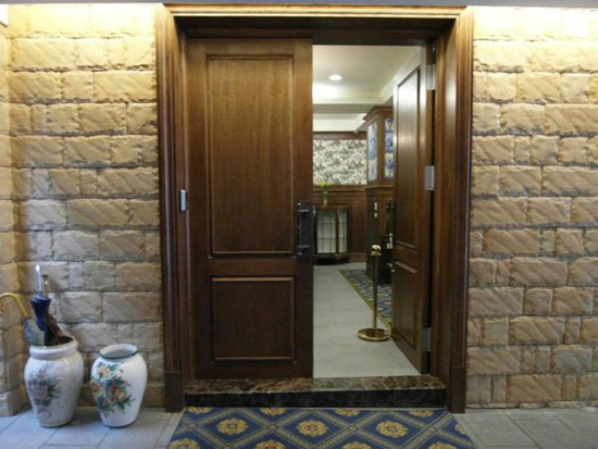 傳說~這是神奇的門,進到裡面後,你的氣質將提升好幾倍,人會特別高雅XD