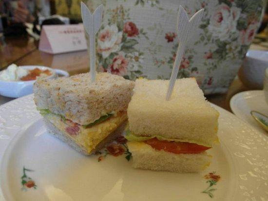 三明治使用很厚的土司,咬下去的口感很不一樣