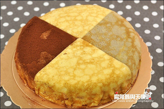 綜合款千層蛋糕,裡頭有四種口味,可以冷凍再退冰食用,保存上相對方便。