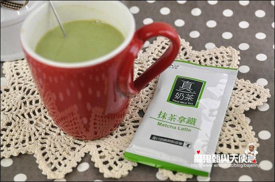 抹茶拿鐵也滿順口的,抹茶味夠,奶味不會太重。
