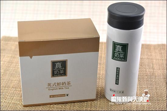 歐可推出的白色米蘭杯,用來沖真奶茶剛剛好,外型簡單大方,Size大小適合隨身攜帶,放在包包裡也不佔空間。