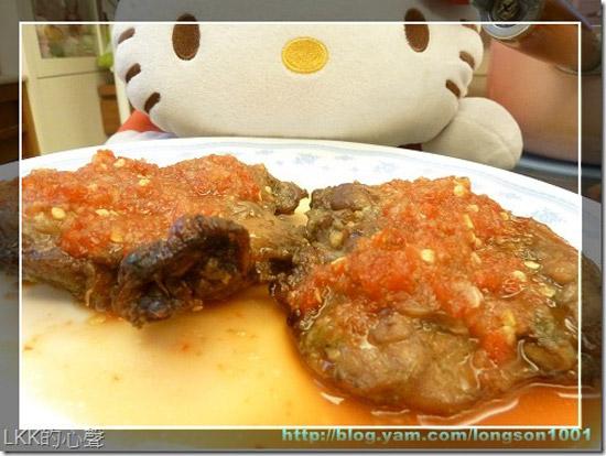 讓人看到就食指大動的「香烤無骨雞腿」,使用數種蔬果打泥後醃製,讓雞腿不只有雞肉原本的香氣,還能藉由酵素使肉質更為軟嫩。