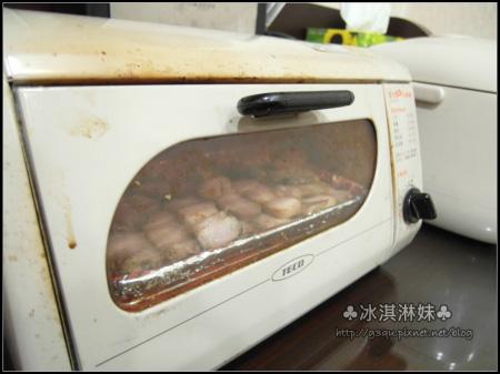 平常冰媽準備鹹豬肉時 都是在烤箱烤 所以冰淇淋妹就祖傳秘方照辦啦