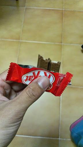 ▲Kitkat紅豆口味巧克力內餡。(圖/葉立斌攝)