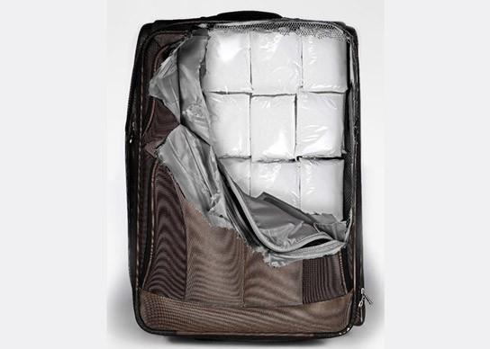 行李箱挑選,ABS硬軟殼行李箱,耐撞行李箱,耐磨行李箱,360度四輪設計,行李箱貼紙