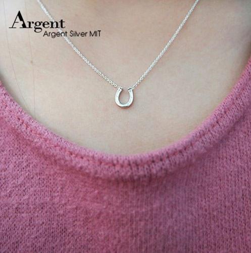 ▲今年項鍊是雙魚座的幸運物,戴上有幸運象徵的馬蹄鐵項鍊一定能讓妳好運連連。(圖/擷自樂天商場)