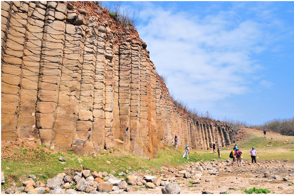 ▲令人嘆為觀止的大菓葉柱狀玄武岩。(記者田欣雲攝影)