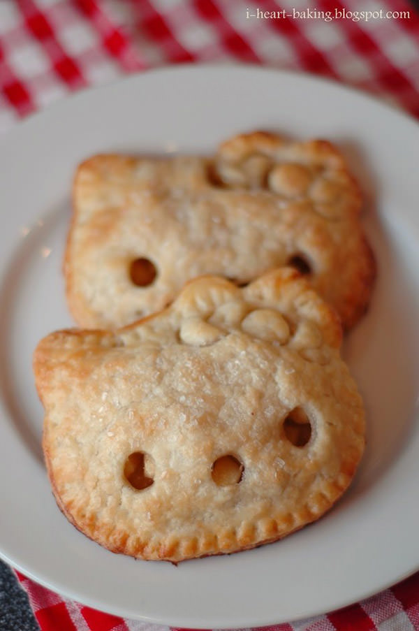 熱騰騰的Hello Kitty蘋果派。