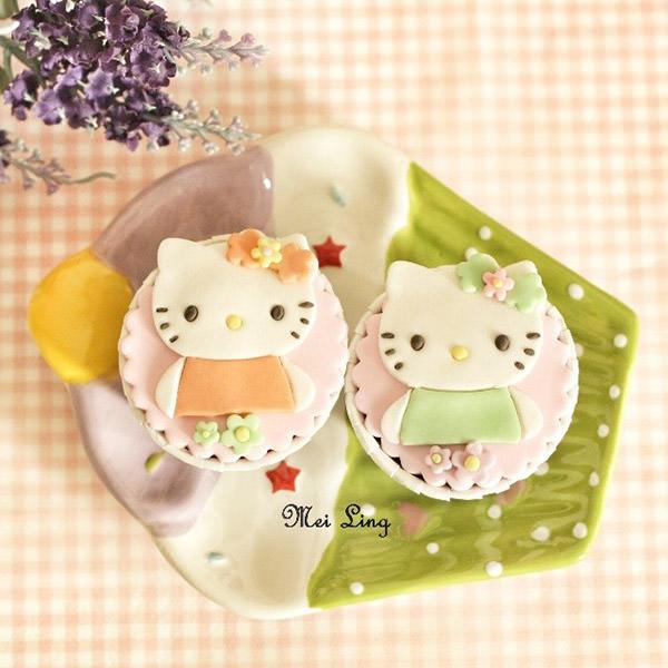 Hello Kitty杯子蛋糕,湊一對也太可愛了!很適合當作婚禮小物吧!
