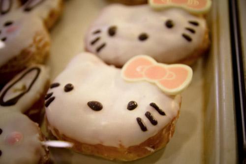 Hello Kitty甜甜圈再一發。這款是Krispy Kreme之前在韓國發售的限定款甜甜圈