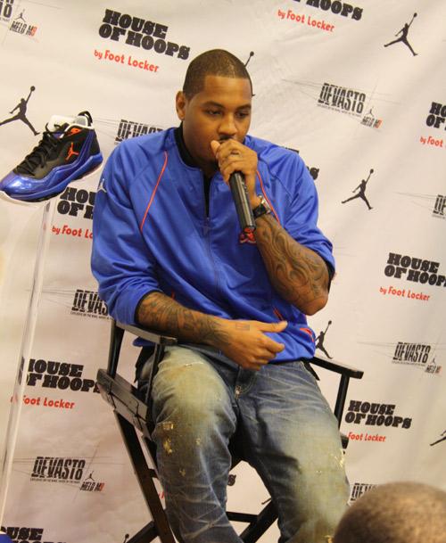綽號甜瓜(Melo)的卡梅隆‧安東尼(Carmelo Anthony),以地主隊兼代言人身分,主持Jordan Melo M8上市發表會。