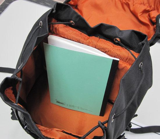 如果放一般書籍或是筆記本的話,完全沒有問題