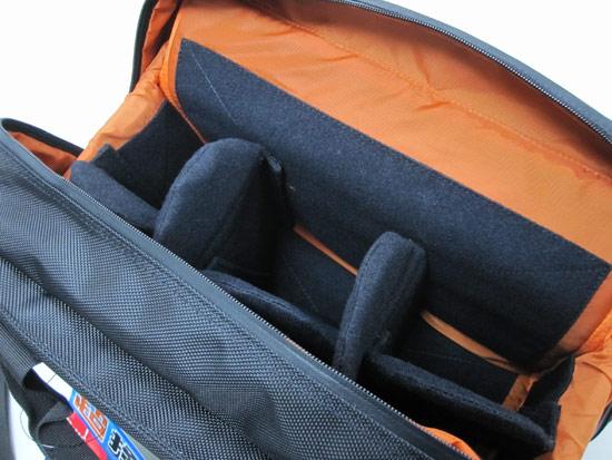 隔板材質使用的是羊毛氈,比後背包的隔板更厚實