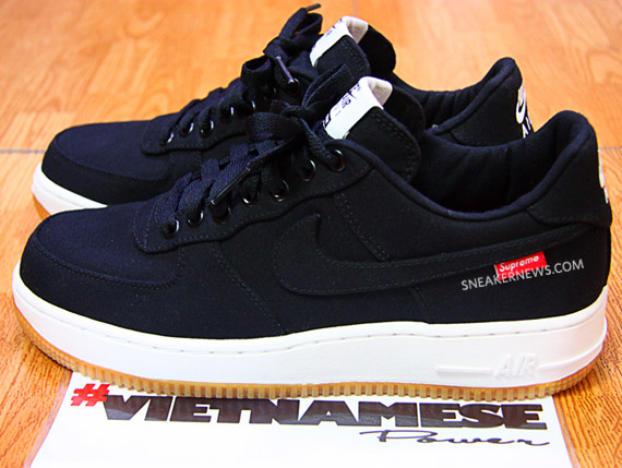 Supreme x Nike Air Force 1 鞋底
