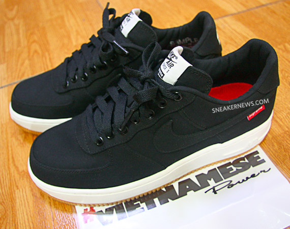 Supreme x Nike Air Force 1 鞋身