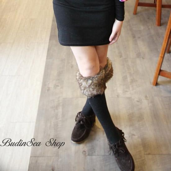 加了皮草圍的襪子搭上休閒鞋或是高跟鞋、靴子都有不同的效果喔