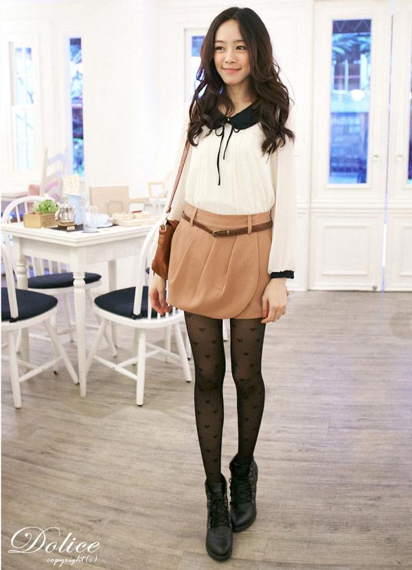正面多加一片裙片設計看起來就像短裙,但其實是褲裙