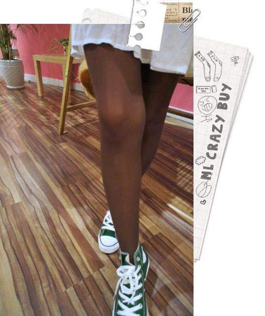 不過素色透膚襪跟褲襪都一樣有個好處,就是超百搭