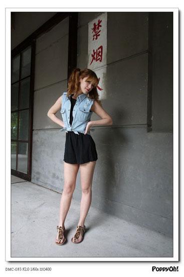 春夏穿搭,牛仔背心,流蘇雕花樂福鞋,高腰短褲,編織中跟涼鞋