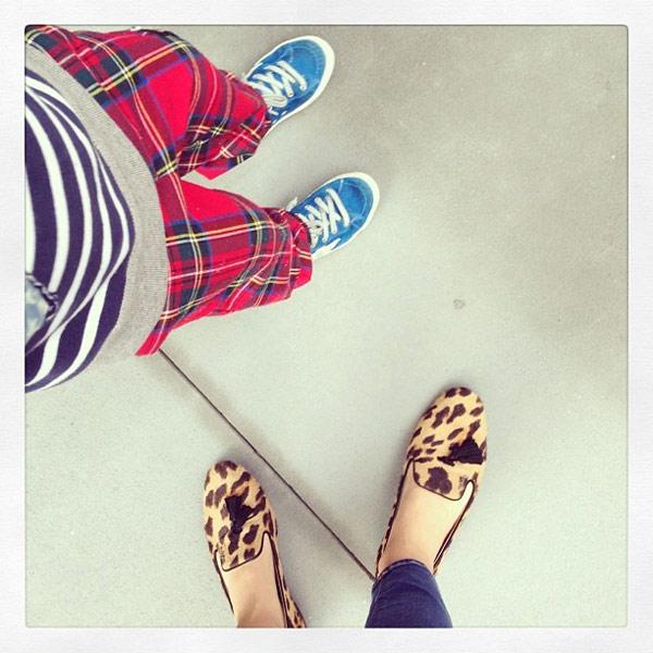 看到豹紋出現,就嗅出時尚氣味。紅透半邊天的Miranda KerrStuart,多次秀出這雙樂福鞋,讓粉絲們都想入手一雙。(圖/截取自Miranda KerrStuart臉書)