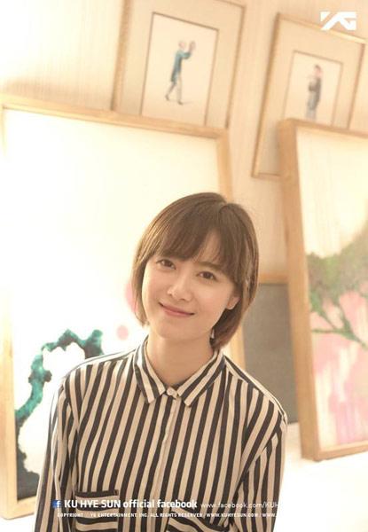 ▲韓清新女演員具惠善,選擇條紋圖樣的雪紡襯衫,簡單可愛!(圖/取自具惠善臉書粉絲專頁)