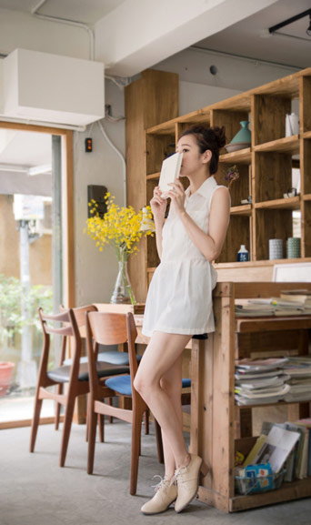 ▲QueenShop【01091271】打摺雙口袋半開襟無袖襯衫洋裝