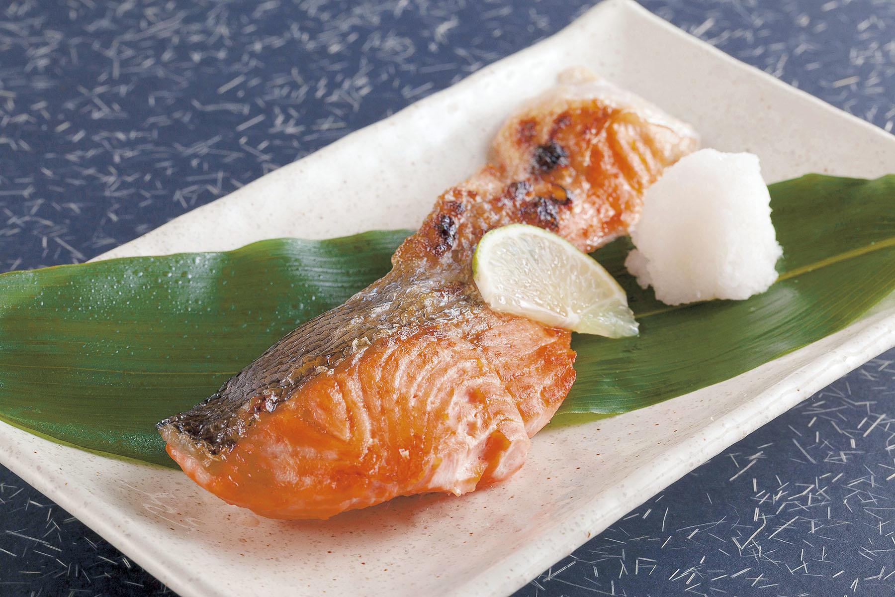 Cooked (boneless) Salmon Shioyaki 500g (骨抜き) 調理済み ...