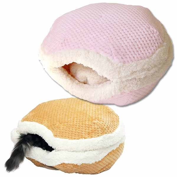 Macaroon shaped bedding for cats