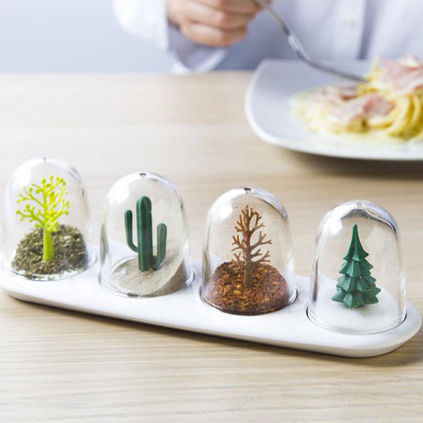 Four seasons seasoning container