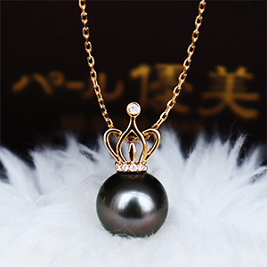 K18 black pearl necklace