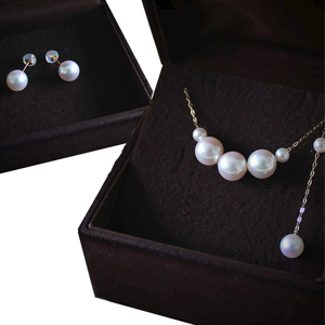 Japanese Akoya Pearl Necklace & Earring Set