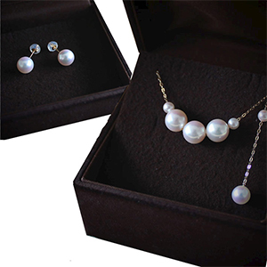 Japanese Akoya pearl necklace and earrings jewelry set